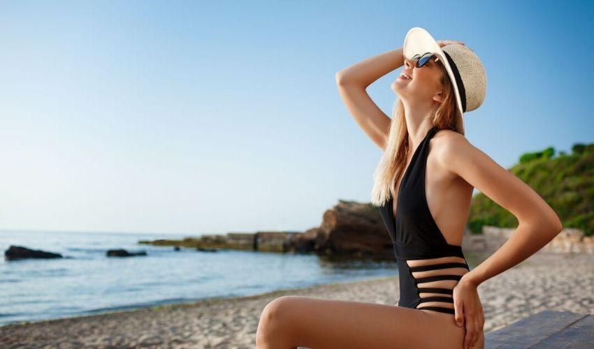 Moda costumelor de baie decupate a revenit! Esti gata sa faci furori la plaja?