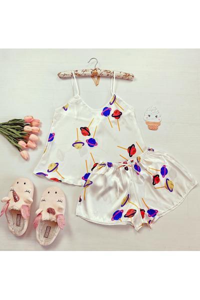 Pijama dama ieftina primavara-vara alb din satin lucios cu imprimeu Lollypop