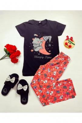 https://www.just4girls.ro/pijama-dama-ieftina-bumbac-cu-tricou-negru-si-pantaloni-lungi-portocalii-cu-imprimeu-sleepy-time-97372.html