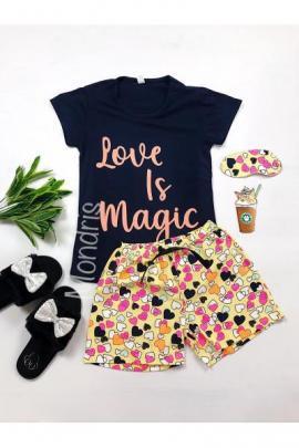 Pijama dama ieftina bumbac cu tricou negru si pantaloni scurti colorati cu imprimeu Love is Magic