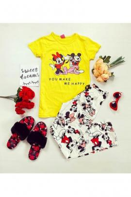 Pijama dama ieftina din bumbac cu tricou galben si pantaloni albi cu imprimeu 3 personaje