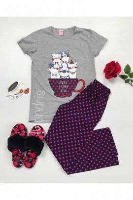 https://www.just4girls.ro/pijama-dama-ieftina-primavara-vara-cu-tricou-gri-si-pantaloni-lungi-bleumarin-cu-imprimeu-pisicute-mug-22910.html