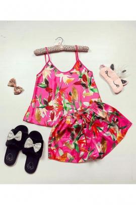 Pijama dama ieftina primavara-vara roz din satin lucios cu imprimeu frunze colorate