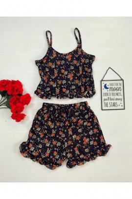 Pijama dama neagra ieftina scurta cu maieu cu volanase si imprimeu flori colorate