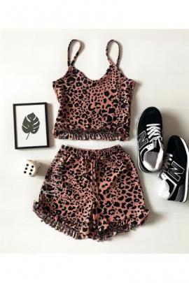 Pijama dama roz ieftina scurta cu maieu cu volanase si imprimeu animal print
