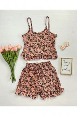 Pijama dama roz ieftina scurta cu maieu cu volanase si imprimeu trandafiri
