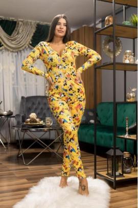 Pijama dama tip salopeta lunga galbena cu maneca lunga si imprimeu personaje desene animate